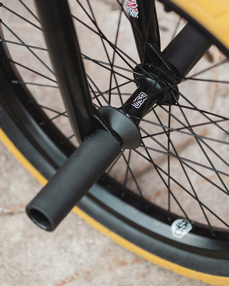 Aero Pro front wheel with Jersey Barrier hubguards and Rude Tube LT pegs.