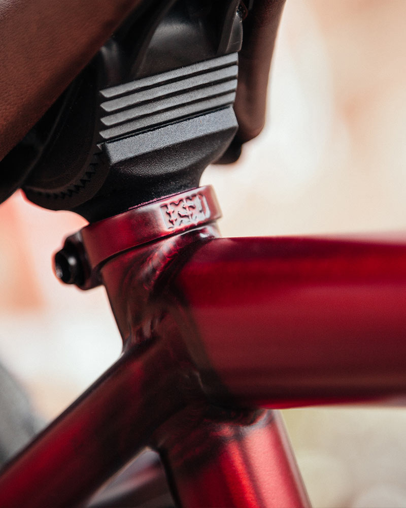 Integrated seat clamp
