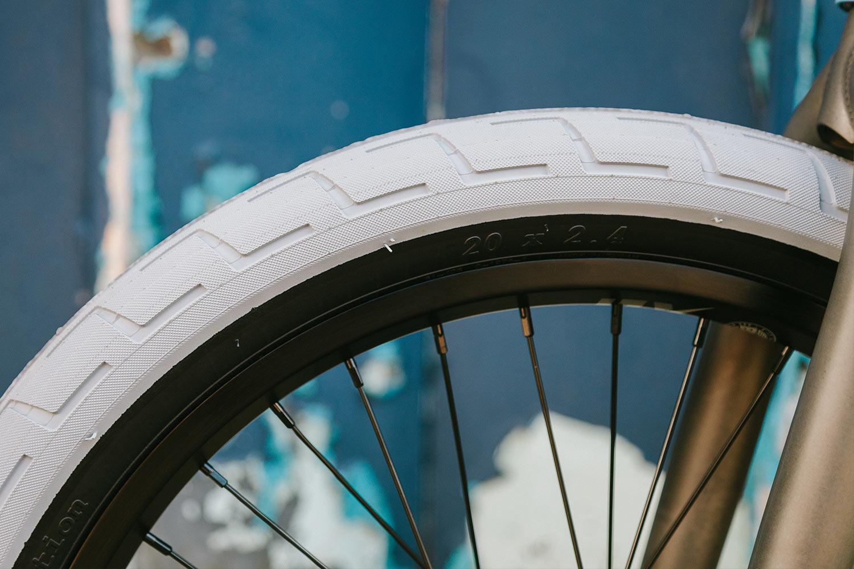 Carbon grey Donnastreet tire