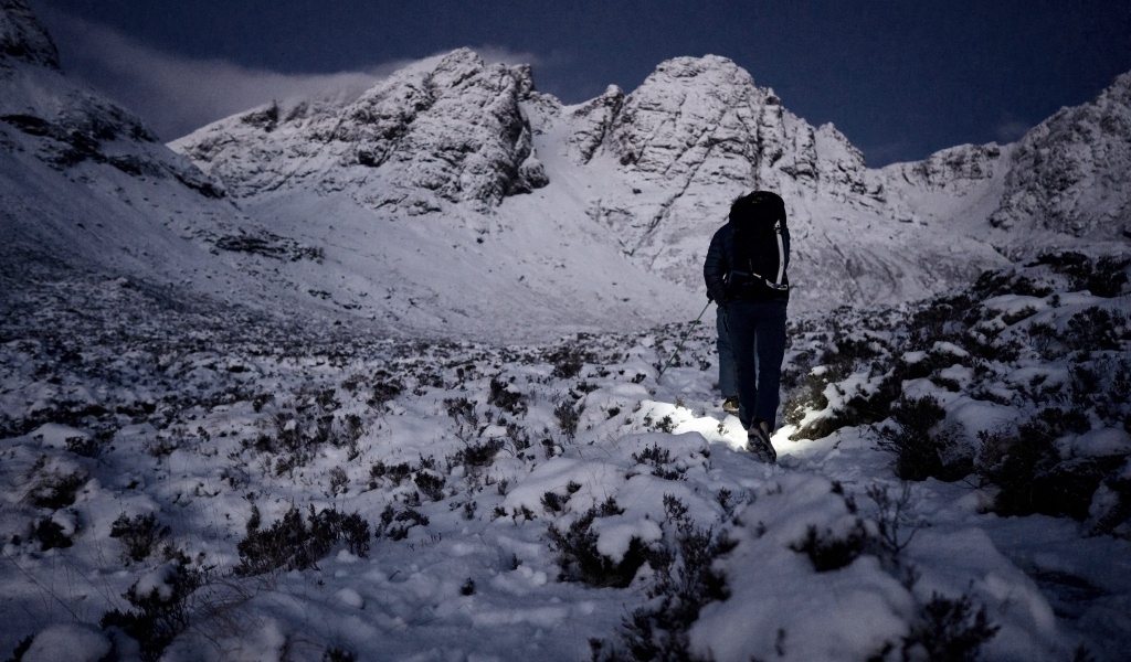 Winter mountaineering in Scotland bla beinn Isle of Skye